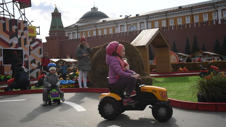 Просто до слез обидно: Мамы в Twitter отреагировали на новый размер детского пособия