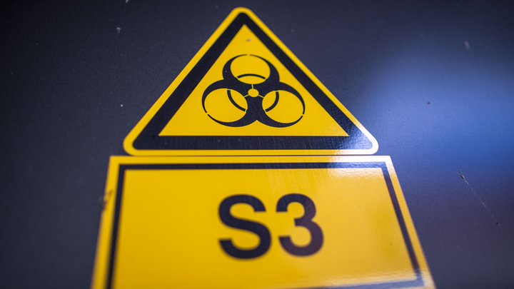 Киев назвал фейком заявление об опасных биолабораториях США. Китаю сделали предупреждение