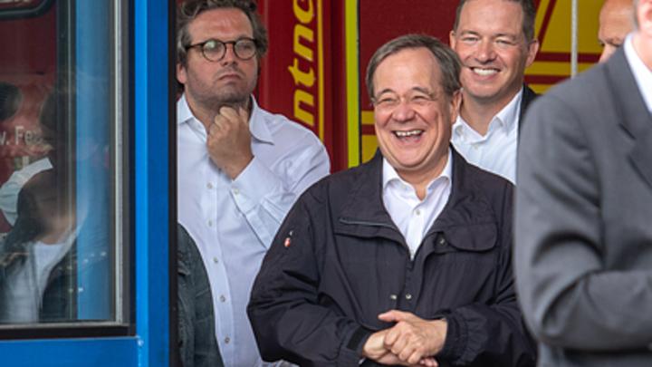 Люди умирают, а чиновники смеются: в Германии разгорелся скандал из-за неуместного смешка