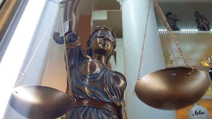 Суд арестовал на 15 суток нацбола за логотип, который в России оказался под запретом