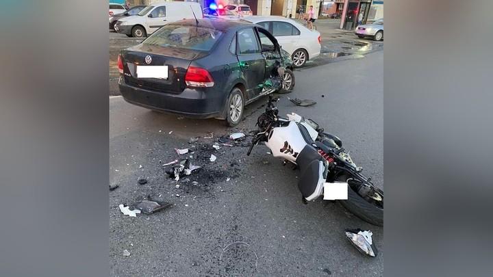 В Челябинске иномарка сбила мотоциклиста