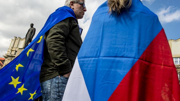 Премьер Чехии сказал о возможности высылки российских дипломатов