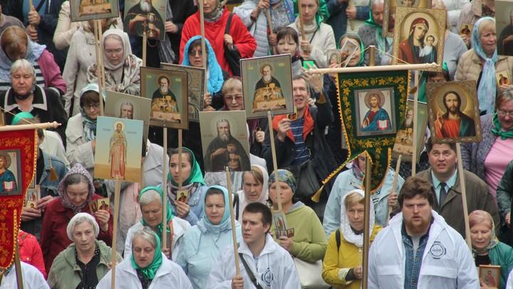 Зараженные слабоумием: Либералы едва не подрались, описывая крестный ход в Петербурге