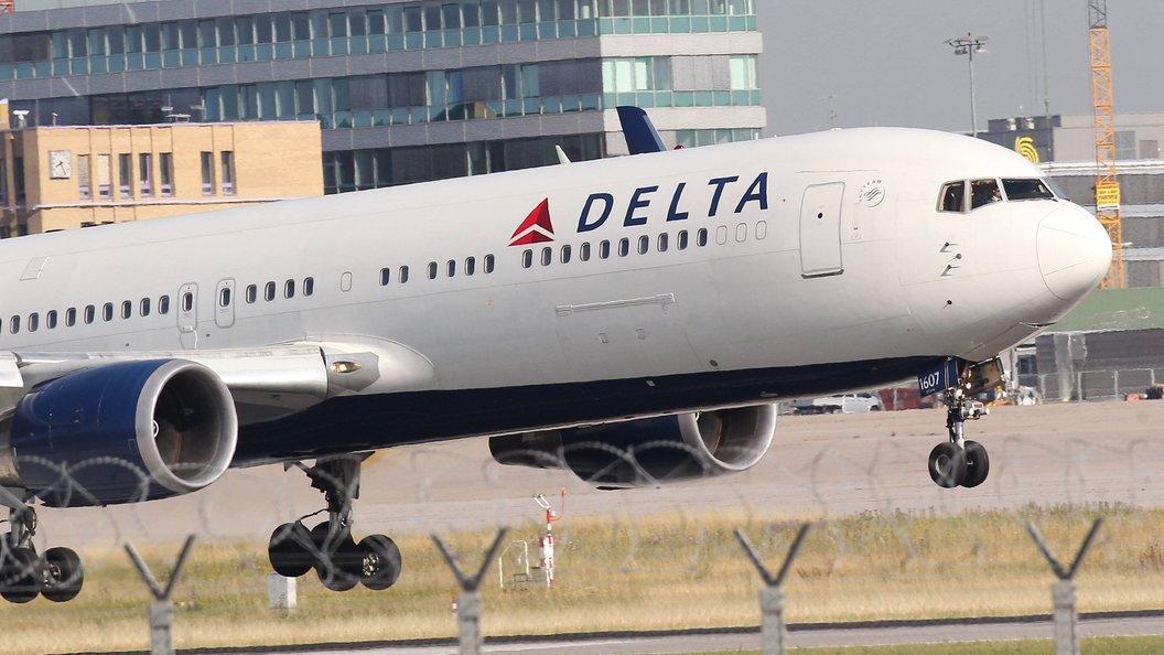 Снятый с рейса пассажир Delta заявил, что его вынудили удалить пост про оккупанта Крыма