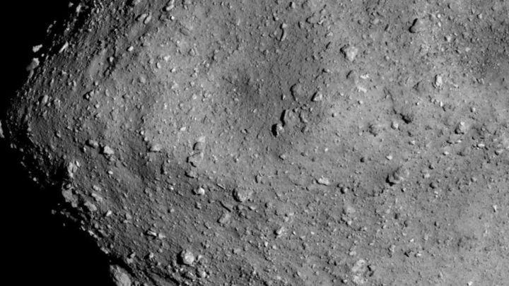 Японцам удалось сделать первые в истории фото с поверхности астероида