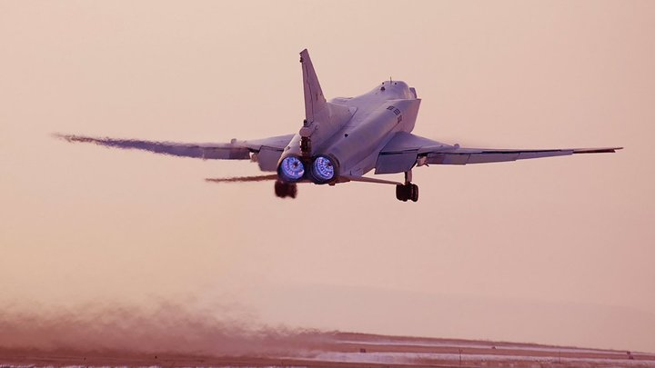 Неприятный сюрприз России: Зачем Запад восхвалил русский суперсамолет Ту-22М3М