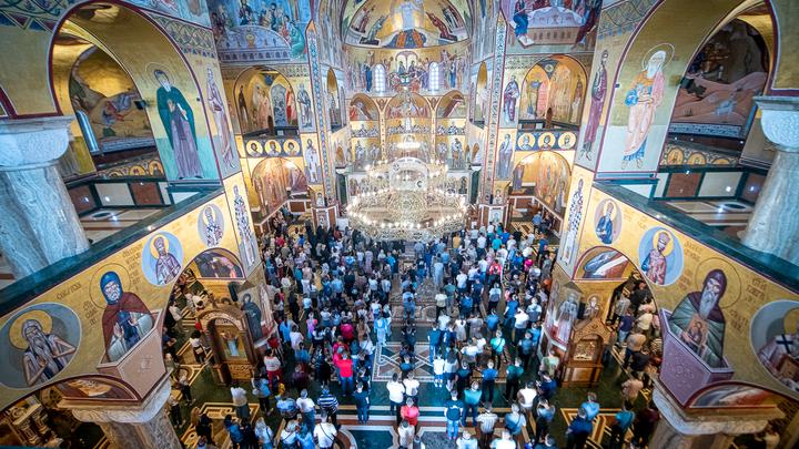 Народ терпел-терпел и... воскрес: Православная Черногория победила антицерковных политиков
