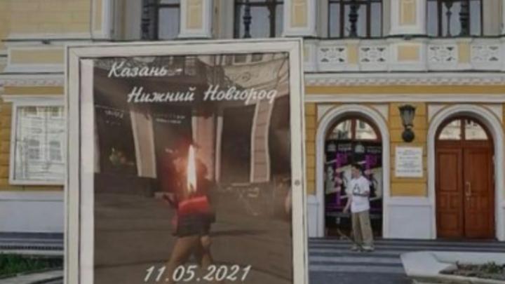 Сотни нижегородцев возложили цветы у временного мемориала жертвам стрельбы в Казани