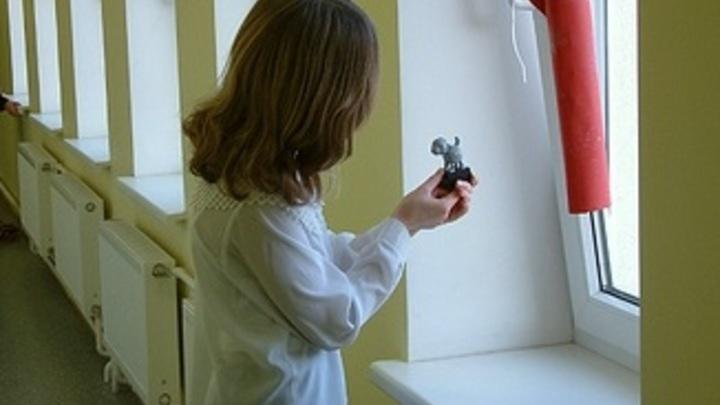 Московская школьница год живёт в приюте из-за шутки: Девочку едва не довели до смерти - СМИ