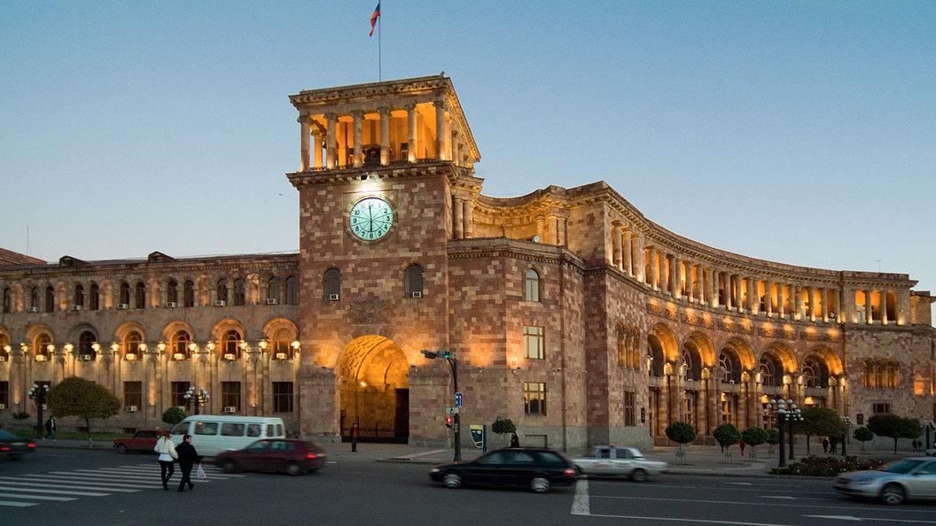 Парламент Армении выбрал Саргсяна новым премьером, невзирая намассовые протесты