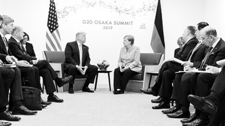 Они и так оккупированы: Пользователи поспорили с немецким депутатом о капитуляции Меркель перед США