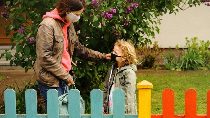 До слёз: Опубликовано видео встречи русской медсестры с дочерью. Их разлучила страшная болезнь