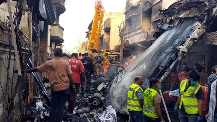Почему пилот пошёл на второй круг? Трагедия в Карачи напомнила о хронической болячке Airbus