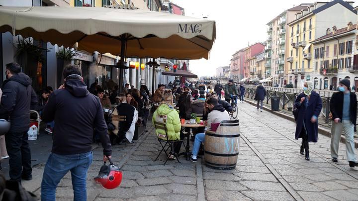 Итальянцам запретили болеть COVID. СМИ объяснили странный шаг властей