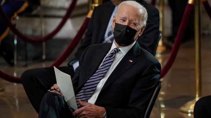 Сенатор в США не смог сдержать эмоций: Байден, Харрис. При всём уважении, поднимите задницу!
