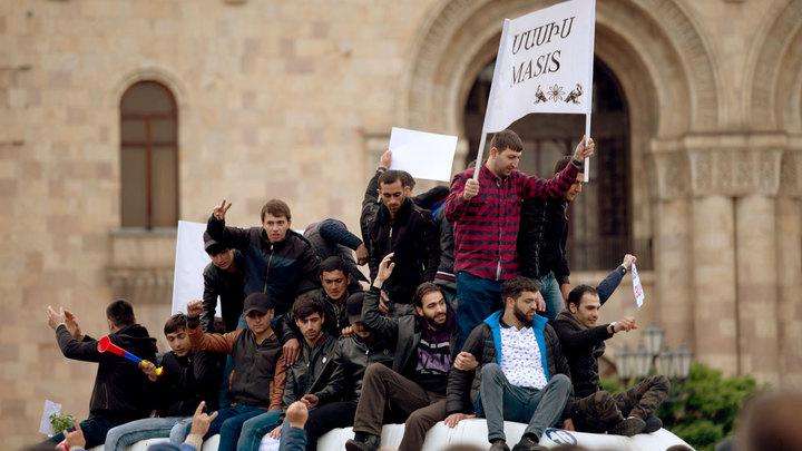 Майдан в Армении: Улица держит власть за горло