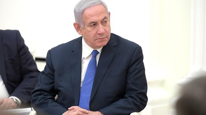 Но она же была в жевто-блакитном: Премьер Израиля оправдал оскорбившую Украину жену