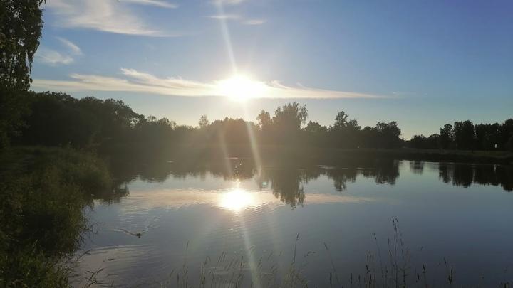 Нигде нельзя купаться: горожане засорили единственное чистое озеро Петербурга за неделю