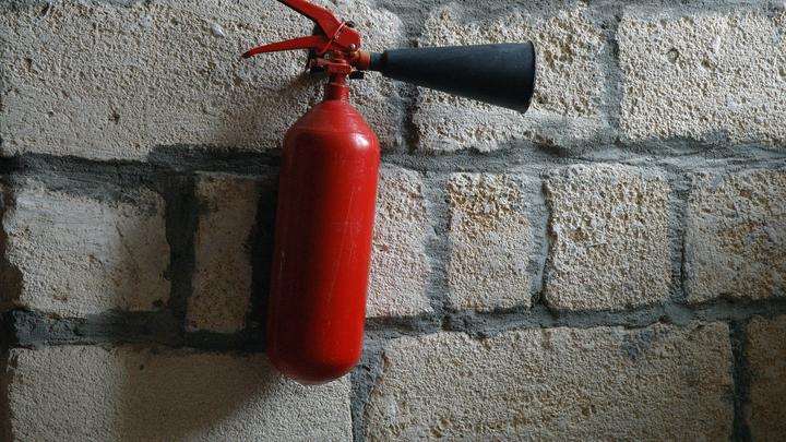 В Новосибирске спасатели потушили пожар на Клещихинском кладбище