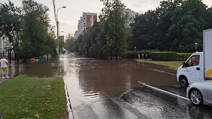На Урале продлено предупреждение о штормовом ветре
