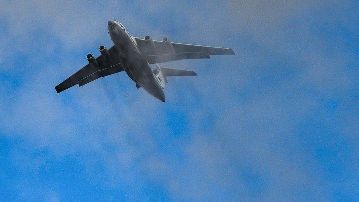 Камнем падали с неба: Крушение боевых машин при десантировании на учениях Центр-2019 попало на видео