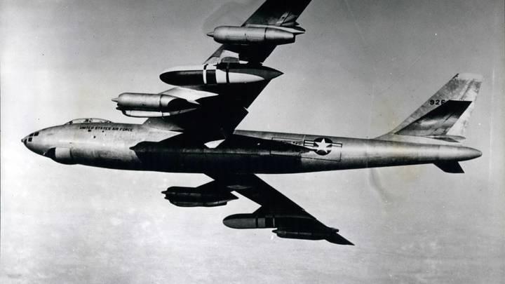 Версию авиаудара по группе Дятлова оценил военный эксперт: Тела имели специфические поражения…