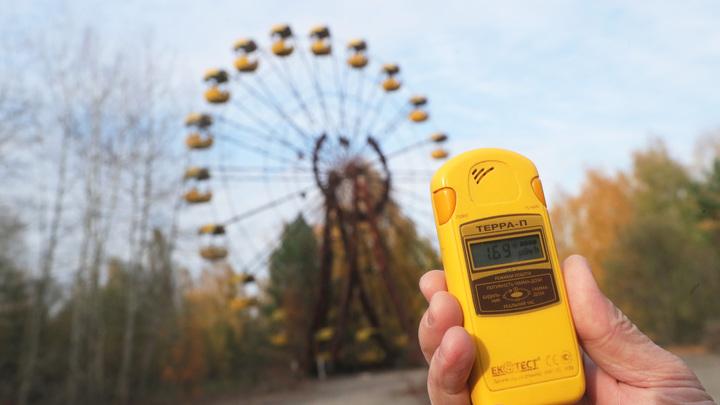 Парень с девушкой устроили радиоактивное свидание в Чернобыле