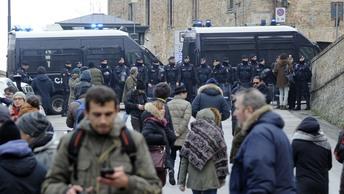 Зверская расправа в итальянской Мачерате спровоцировала массовый протест