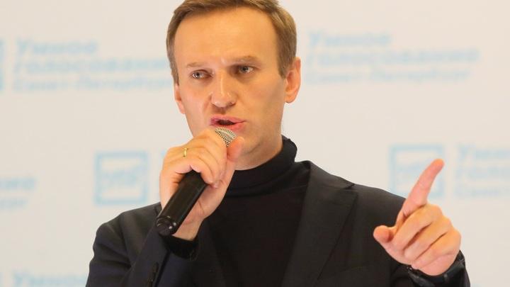 Проснуться рано утром и прийти сдавать: Навальному напомнили о донатах на крови
