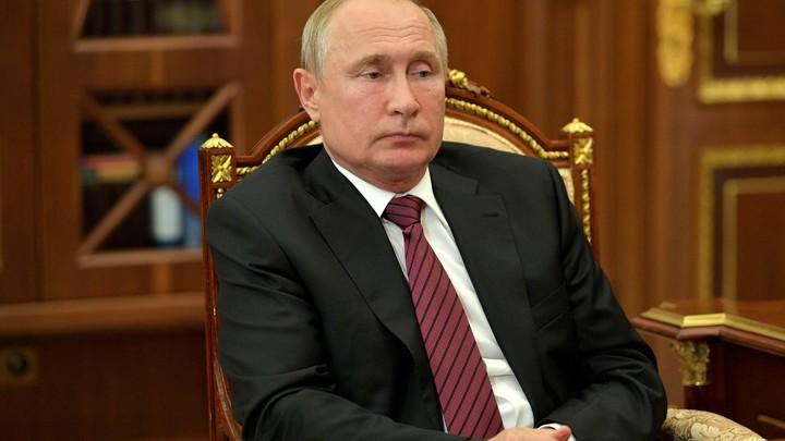 Будет рассказывать, как Путина прикрывал: Аспирант УФУ спровоцировал конфуз во время фотосъемки с президентом