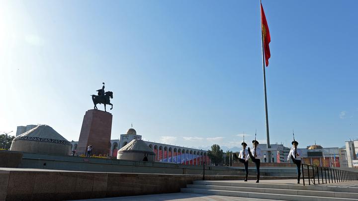 Протестующих в Бишкеке подстёгивают воззваниями: Весь мир будет Кыргызстан