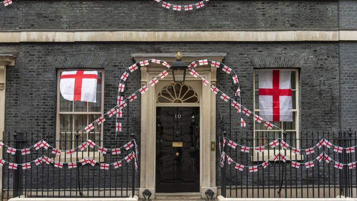 Полиция взяла в кольцо офис премьера Британии: СМИ сообщают об угрозе Борису Джонсону