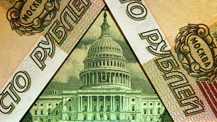Инвесторы бегут в доллары, госбанки и рубль под ударом. Что делать России?