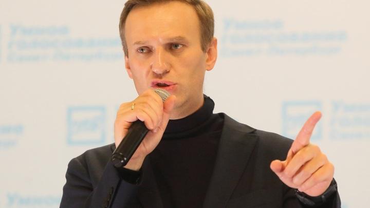 Я не Путин, я вас не съем!: Навальный пораздавал пятюни в полупустом зале - видео