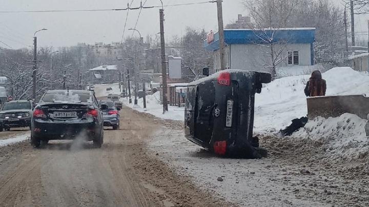 За сутки транспортного коллапса из-за снегопада в Иванове случилось 57 ДТП