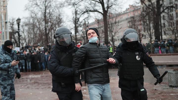 Пробки на Невском, 466 задержанных и грядущая вспышка COVID: итоги незаконного митинга в Петербурге