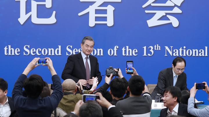 Мир будет безопасней, пока Москва и Пекин держатся вместе – глава МИД Китая
