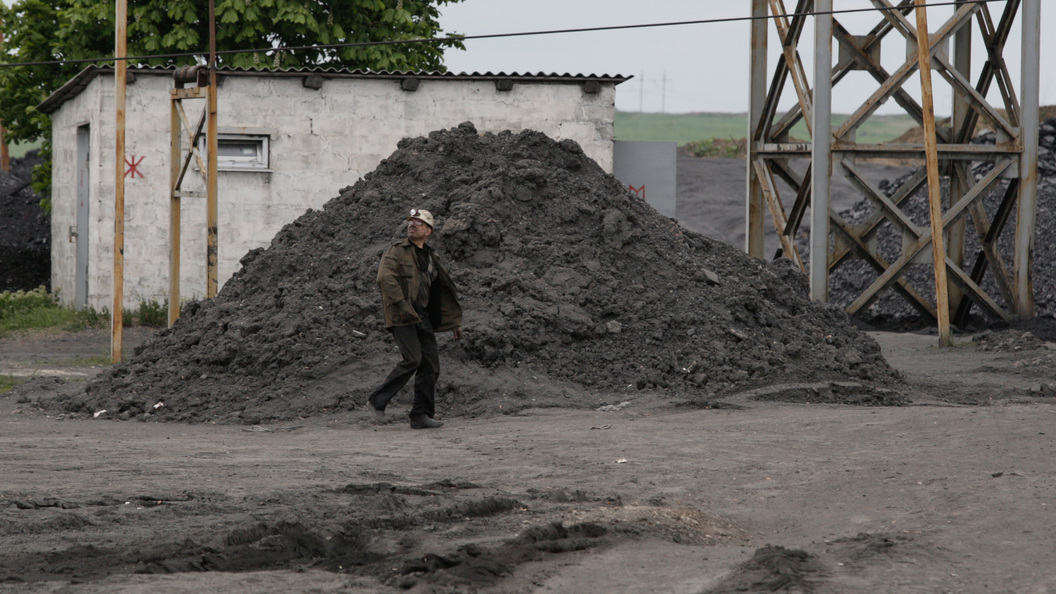 Украинская генпрокуратура расследует дело овывозе угля изДонбасса