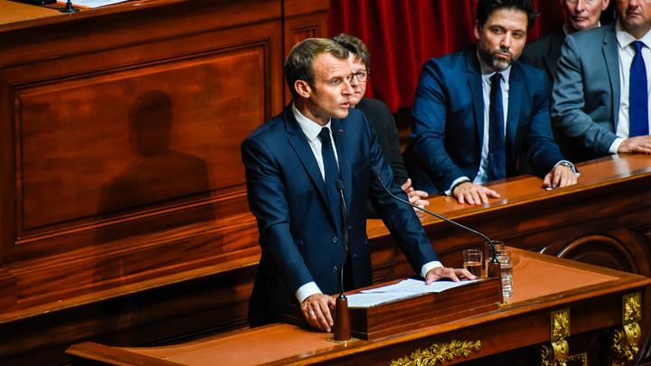 Парламент Франции проголосовал против вотума недоверия руководству