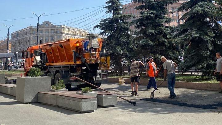 Наталья Котова отчитала зама за бутылку на дороге в центре Челябинске