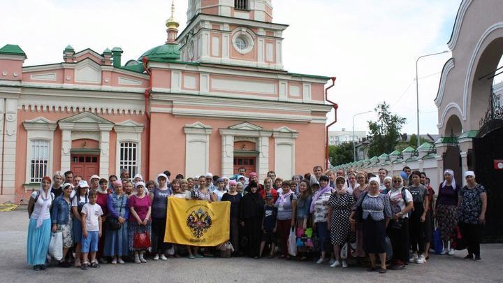 Паломники из Тюмени отправились на Царский Крестный ход в Екатеринбург вместе с Двуглавым Орлом