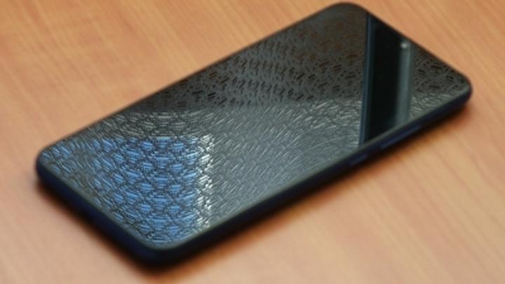Головная боль, проблемы с глазами: Эксперт назвал опасные экраны большинства смартфонов