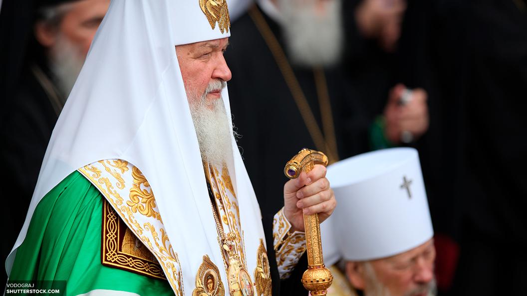 Патриарх Кирилл молится о погибших при теракте в петербургском метро