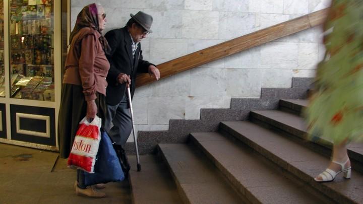 Человек стареет в три этапа: Выводы учёных помогут бороться с главными возрастными болезнями