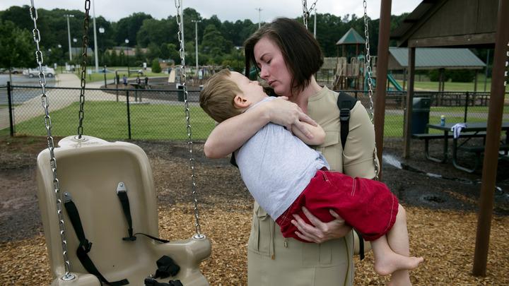 Сработала жалоба отчаявшейся мамы: Родителям детей-инвалидов сохранят доплаты к пенсии