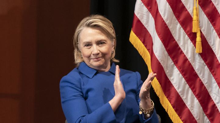 Она уже не политик: Критику Клинтон о выходе США из ДРСМД назвали бесполезной
