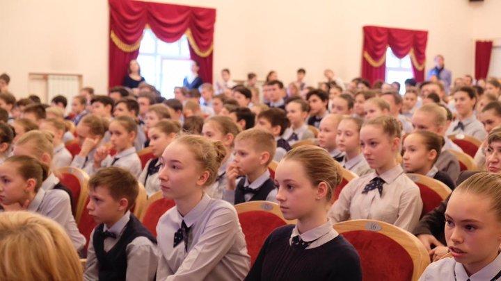 Видимо, в голове у нее было это: В пресс-службе объяснили, почему министр образования Хакасии назвала автором Горя от ума Радищева