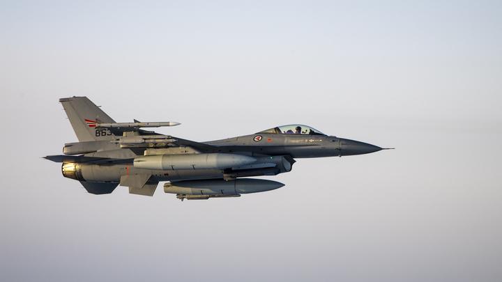Шесть американских бомбардировщиков оказались на границе с РФ: США говорят о стратегической миссии