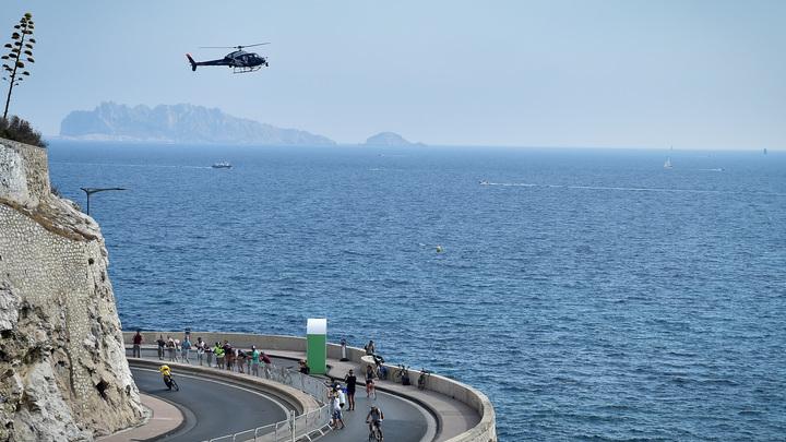 Тела двух граждан России подняты водолазами после крушения частного вертолета в Греции