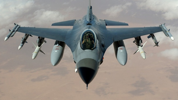 Трагедия на учениях: Истребитель ВВС США по ошибке выпустил ракеты по своим